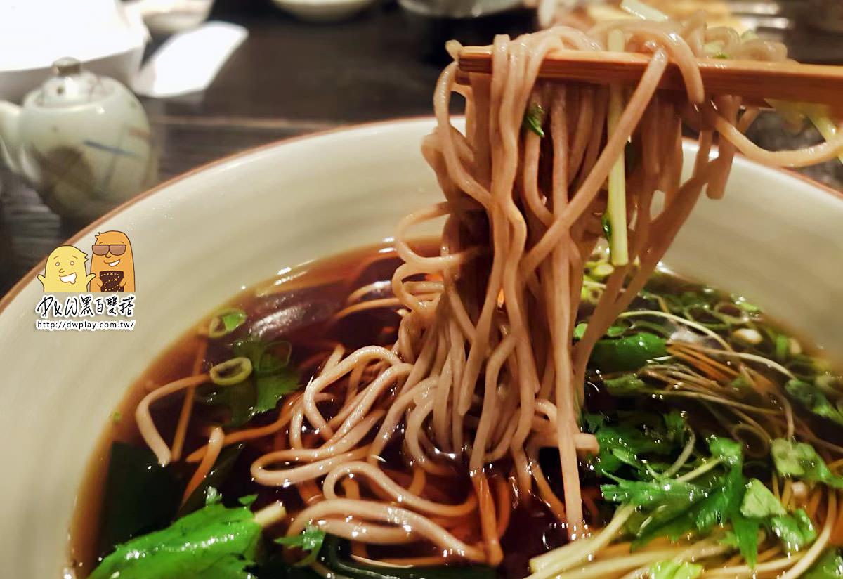 中山必吃!中山美食推薦『二月半そば 蕎麦麺』,台北最好吃的蕎麥麵店,沒有之一!雞肉天婦羅必點推薦!