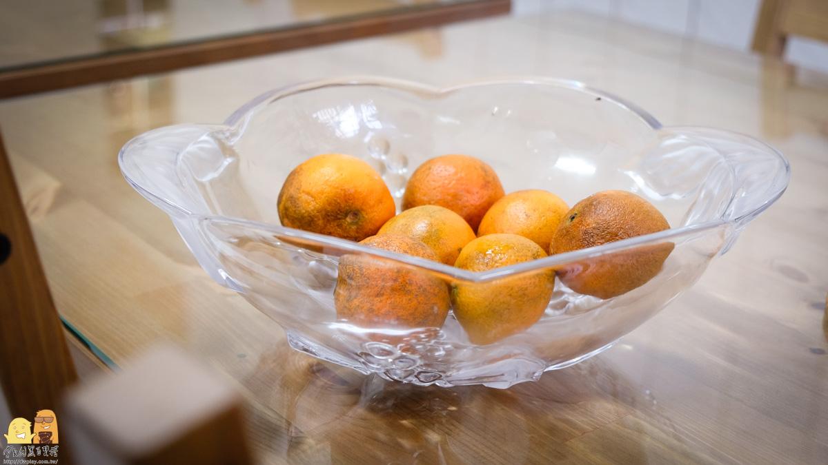 小巷內客棧迎賓水果