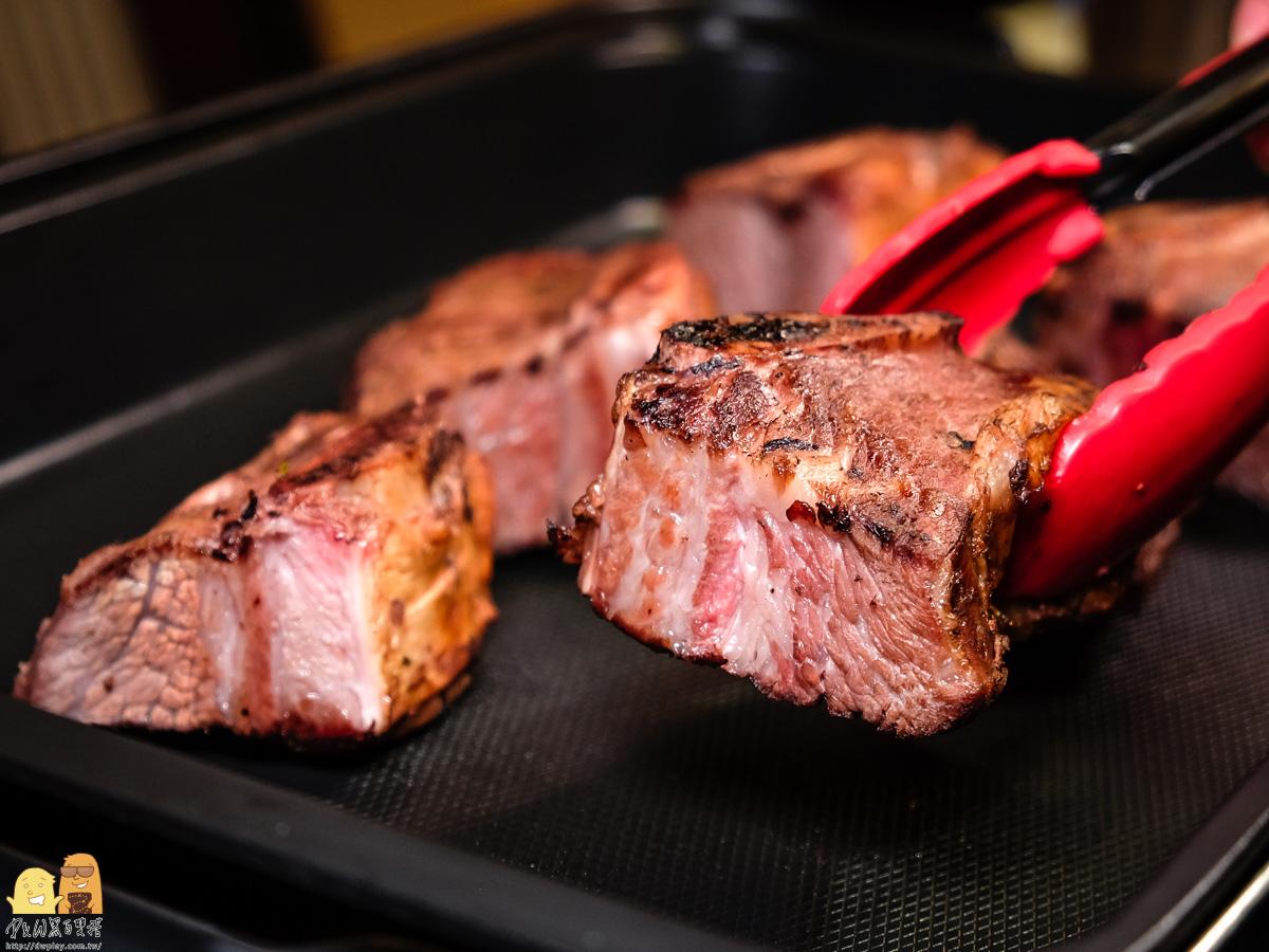 金黃色澤柴燻牛小排-阿根廷烤牛肉推薦
